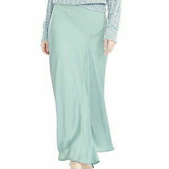 { Banana Republic }  NWT Mint faux silk sk…
